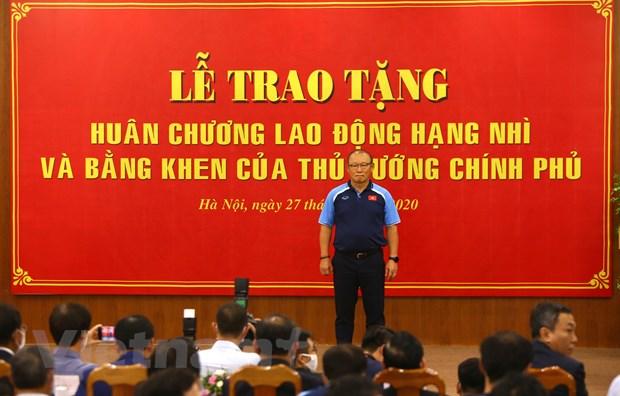 HLV Park Hang-seo xuc dong khi nhan Huan chuong Lao dong hang Nhi hinh anh 3
