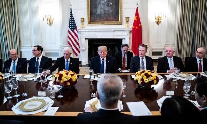 Phái đoàn Mỹ và Trung Quốc tại bữa ăn trưa ở Nhà Trắng ngày 15/1 sau khi đôi bên ký một thỏa thuận thương mại. Ảnh: Washington Post.