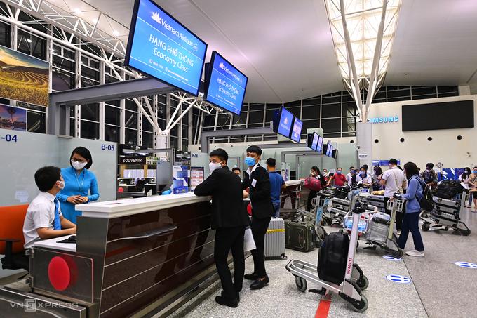Sau 6 tháng tạm dừng, ngày 19/9, chuyến bay quốc tế đầu tiên Nội Bài - Narita (Tokyo) được khai thác trở lại. Ảnh: Giang Huy.
