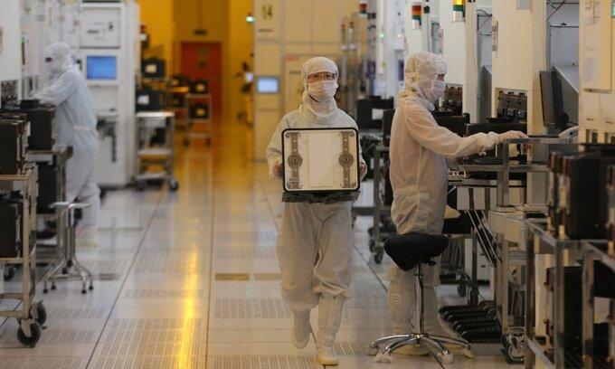 Bên trong nhà máy sản xuất chip SMIC tại Trung Quốc. Ảnh: SCMP.