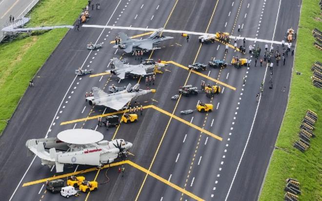 Áp lực từ Trung Quốc gia tăng, Đài Loan hội đàm tìm mua vũ khí Mỹ - 1