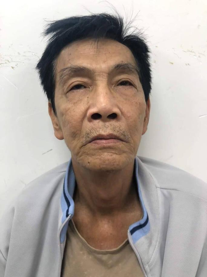 Công an lật mặt hai gã đàn ông ở ngã tư Bà Hom, quận 6 - Ảnh 2.