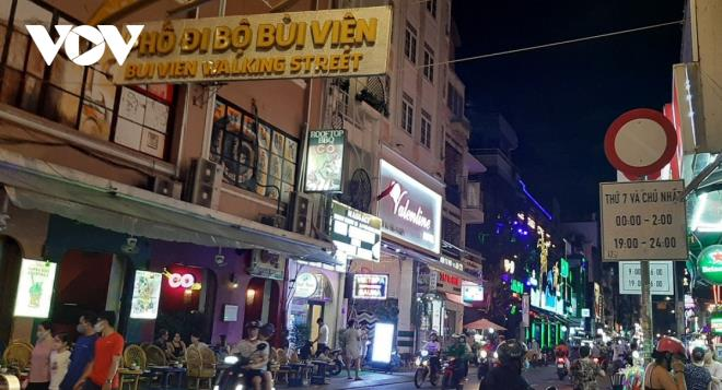 TP.HCM làm gì để khai thác hiệu quả kinh tế về đêm ở phố đi bộ? - 1