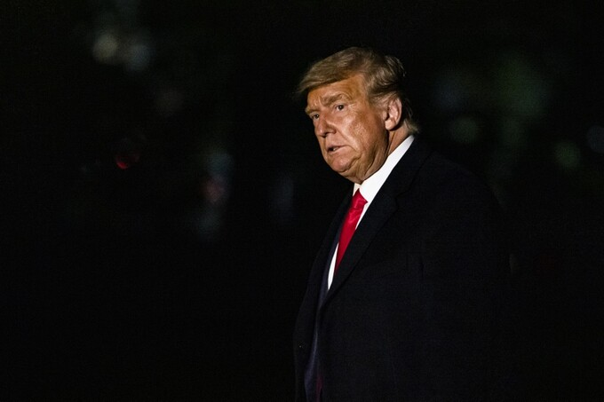 Trump trở về Nhà Trắng sau khi đi mít tinh ngày 19/10. Ảnh: AFP.