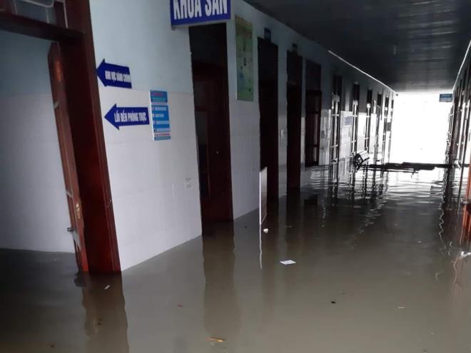 20 sản phụ ở Hà Tĩnh 'vượt cạn' thành công trong bệnh viện ngập nước - 2