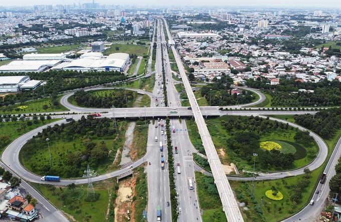 Nút giao Trạm 2 (quận Thủ Đức), một trong những nút giao trọng điểm ở khu Đông TP HCM, hồi đầu tháng 10. Ảnh: Gia Minh.