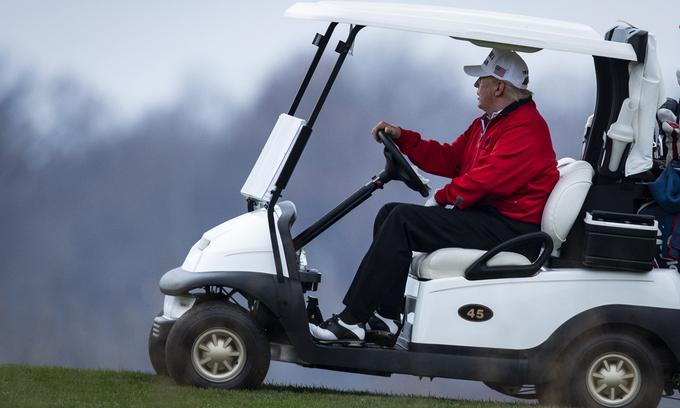 Trump tại sân golf ở Sterling, bang Virginia hôm 21/11. Ảnh: Washington Post.