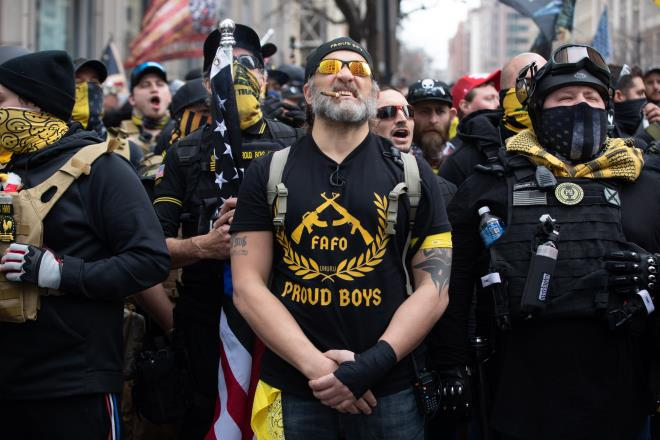 Nguy cơ bạo loạn ở Washington, các nhà lập pháp Mỹ nhận chỉ thị khẩn - 1