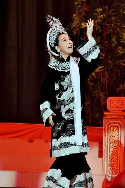 Bạch Tuyết diễn vai Dương Vân Nga vở Thái hậu Dương Vân Nga. Ảnh nhân vật cung cấp.