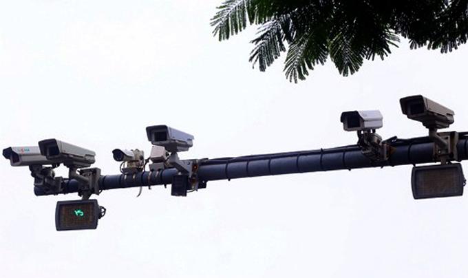 Hệ thống camera giám sát hiện có trên phố Xã Đàn, Tp Hà Nội được lắp đặt nhiều năm trước. Ảnh: Bá Đô