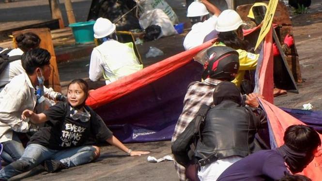 Chính quyền Myanmar khai quật mộ người biểu tình, hé lộ kết luận gây sốc - ảnh 1