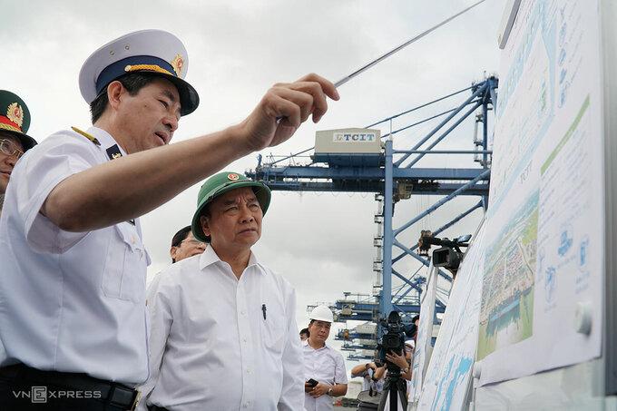 Thủ tướng Nguyễn Xuân Phúc đến kiểm tra thực tế tại cảng Tân Cảng Cái Mép - Thị Vải, sáng 20/3. Ảnh: Trường Hà.