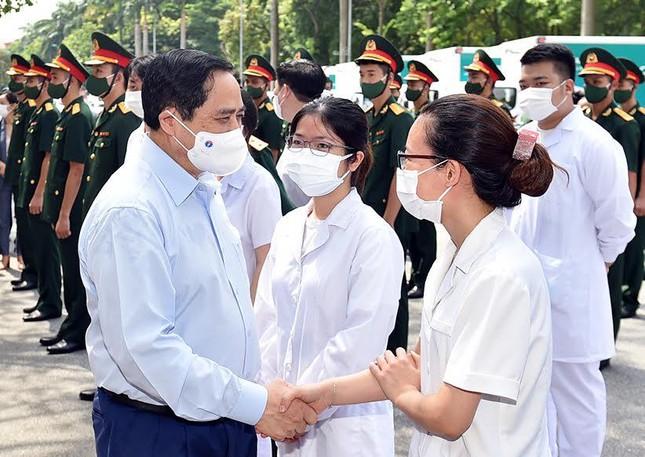 Thủ tướng: Không ai đứng ngoài cuộc trong việc tiếp cận vắc xin ảnh 4