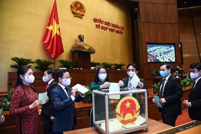 Đại biểu bỏ phiếu bầu Chủ tịch Quốc hội khóa XV. Ảnh: Giang Huy