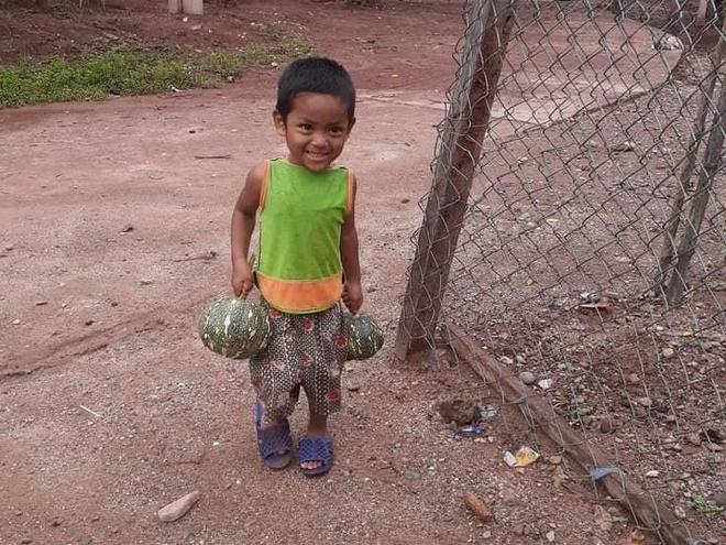 Su that buc anh be mo coi o Quang Tri ung ho bi chong dich anh 1