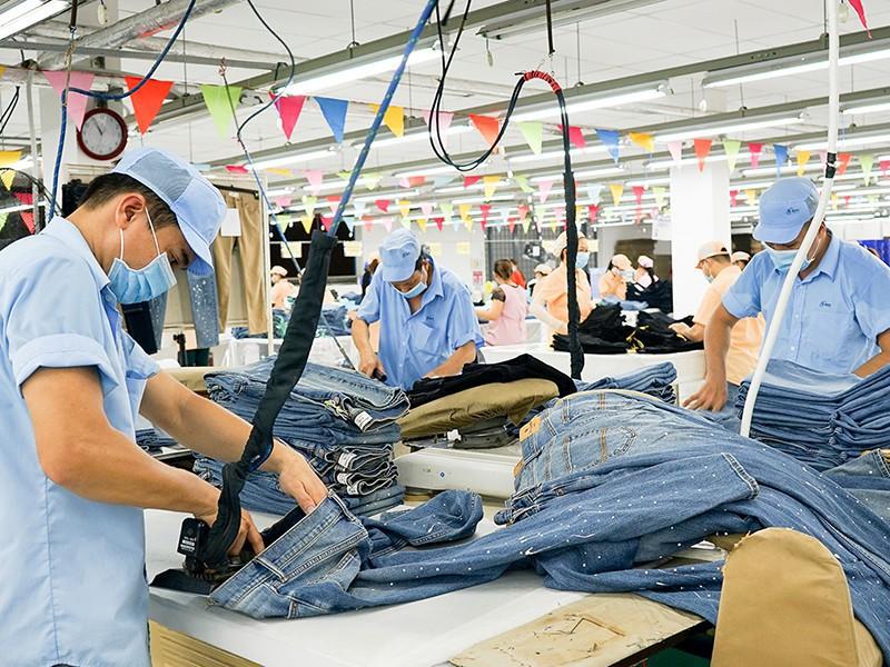 Nhân sự ngành dệt may Việt Nam tăng nhờ đơn hàng dồi dào - ảnh 1