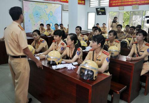 Nữ cảnh sát giao thông Sài Gòn