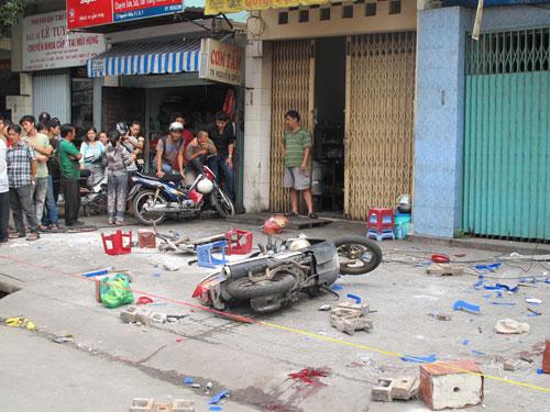 Sập dàn giáo, nhiều người bị thương nặng