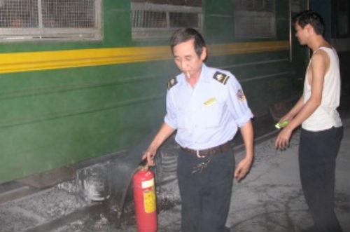 gầm tàu hỏa bốc khói