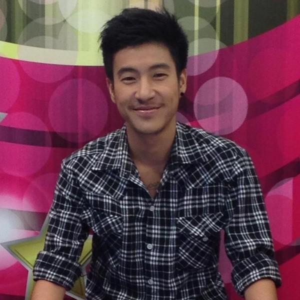 """Cận cảnh hot boy chuyển giới làm """"điên đảo"""" trái tim fan Thái"""