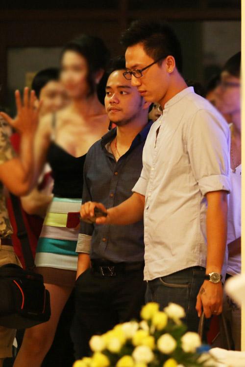 Đại gia đưa đón Trang Nhung bằng xe tiền tỷ - 3