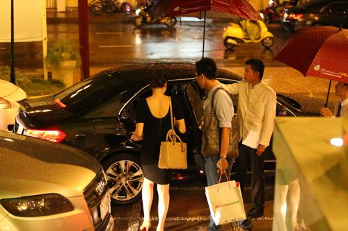 Đại gia đưa đón Trang Nhung bằng xe tiền tỷ - 14