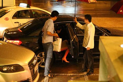Đại gia đưa đón Trang Nhung bằng xe tiền tỷ - 15