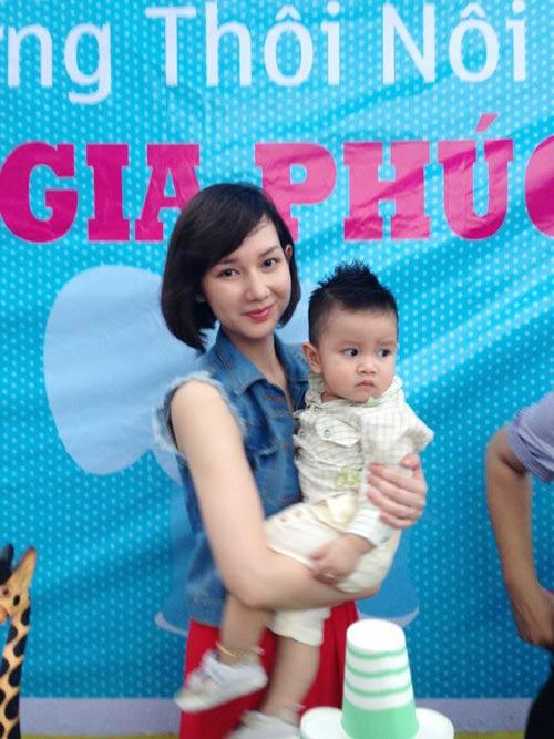 Quỳnh Chi tổ chức thôi nôi cho con trai - 1