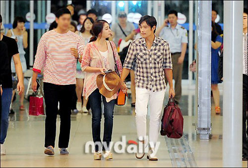 Bắt gặp vợ chồng Lee Byung Hun đi trăng mật - 1