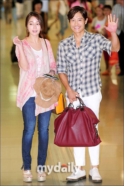 Bắt gặp vợ chồng Lee Byung Hun đi trăng mật - 12