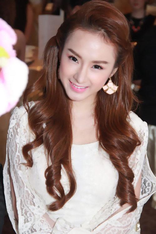 """Angela Phương Trinh """"vượt mặt"""" chê Hà Hồ - 1"""