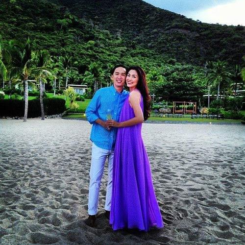 Hà Tăng cùng chồng nghỉ dưỡng bên biển - 1