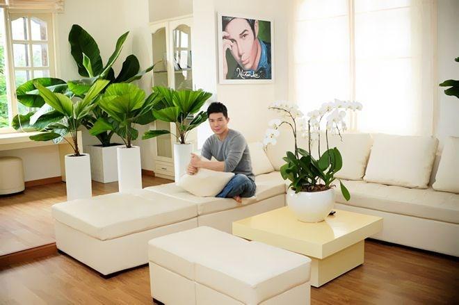 Là một người có gu thẩm mỹ tinh tế, Nathan Lee tự thiết kế và trang trí cho 'ngôi nhà nhỏ' của mình tất cả mọi thứ.