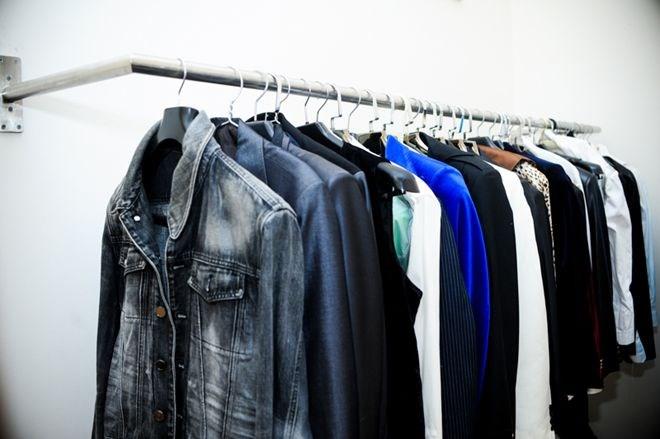 Nam ca sĩ sở hữu hàng trăm bộ đồ vest của nhiều thương hiệu đình đám như Yves Saint Laurent ,Giorgio Armani, Hermes, Dolce & Gabbanna...
