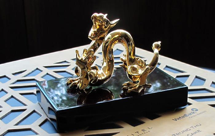 Bánh trung thu rồng mạ vàng gây ấn tượng