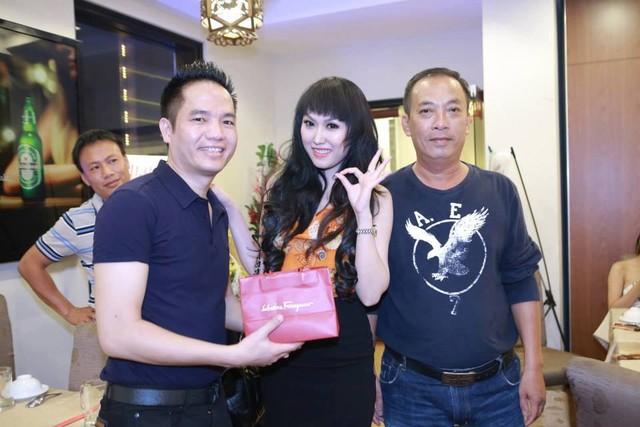 Anh Tú (bên phải Phi Thanh Vân) lên tiếng về chuyện tình cảm tay 3.
