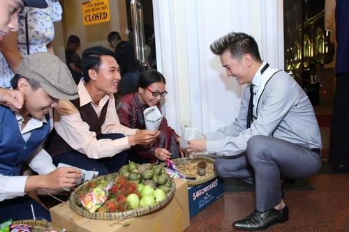 Bố mẹ chồng Hà Tăng hào hứng xem Mr Đàm hát - 4