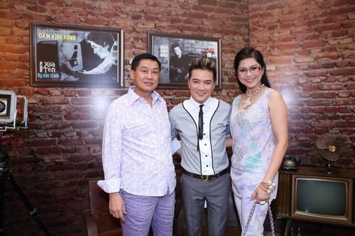 Bố mẹ chồng Hà Tăng hào hứng xem Mr Đàm hát - 1