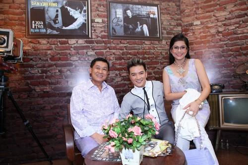 Bố mẹ chồng Hà Tăng hào hứng xem Mr Đàm hát - 2