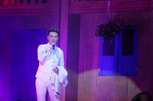 Bố mẹ chồng Hà Tăng hào hứng xem Mr Đàm hát - 6