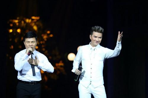 Bố mẹ chồng Hà Tăng hào hứng xem Mr Đàm hát - 7