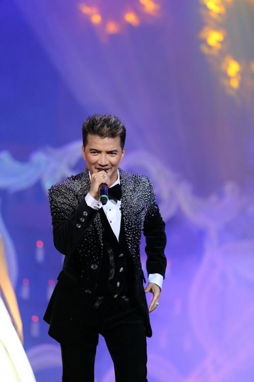 Bố mẹ chồng Hà Tăng hào hứng xem Mr Đàm hát - 12