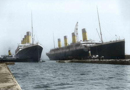 Thêm một số hình ảnh khác về con tàu Titanic khi được hạ thủy năm 1911 ở Belfast.