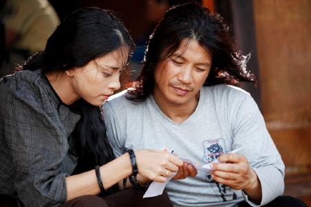 Cục sẽ xem xét lại những cảnh quảng cáo rượu trong phim Lửa Phật của Dustin Nguyễn