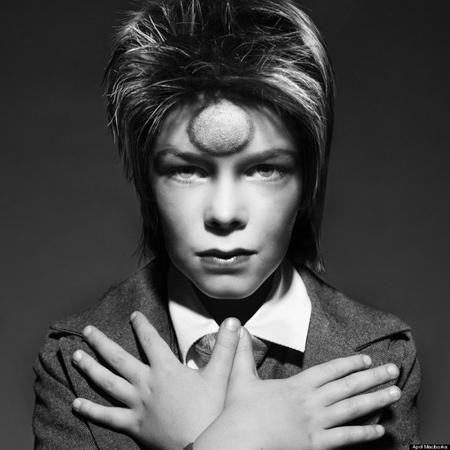 Ca sĩ, nhạc sĩ, diễn viên, nhà sản xuất âm nhạc người Anh - David Bowie. Người mẫu: Charlie C