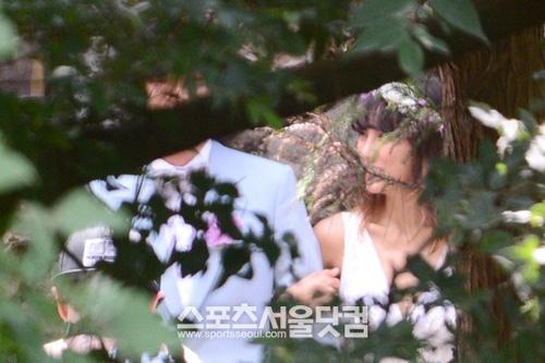 Lộ ảnh cưới hiếm hoi của Lee Hyori - 2