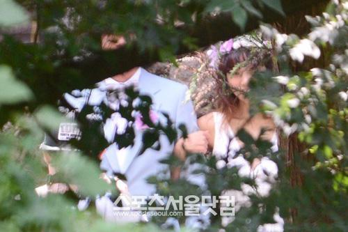 Lộ ảnh cưới hiếm hoi của Lee Hyori - 3