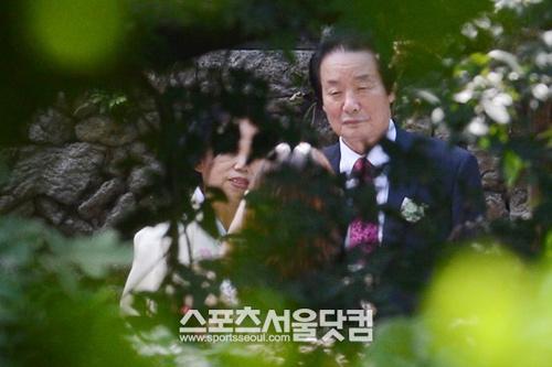 Lộ ảnh cưới hiếm hoi của Lee Hyori - 6