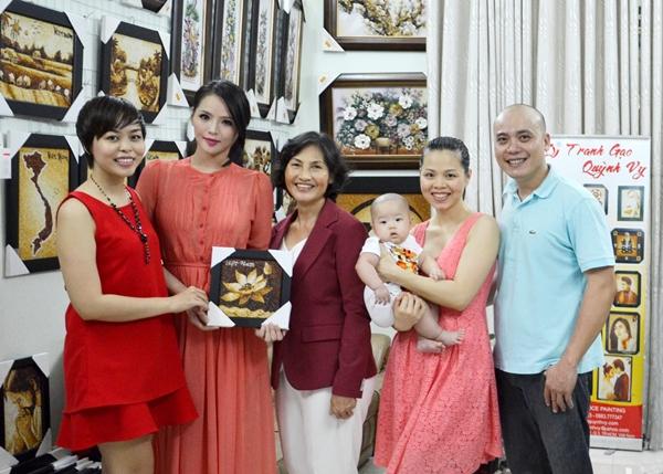 Lại Hương Thảo mang tranh gạo Việt đến Miss World 2013 3