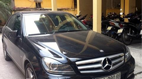 Có 3 chiếc xe nhãn hiệu Mercedes của các đối tượng ở Công ty Khải Thái bị thu giữ